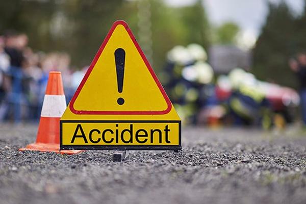 बोलेरो ने दो मोटरसाइकिलों को मारी टक्कर, चार लोगों की मौत