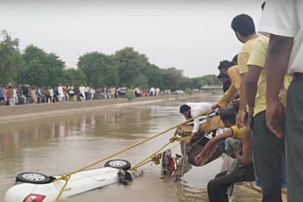 Car falls in canal, four people dead In Hanumangarh - Hanumangarh News in Hindi