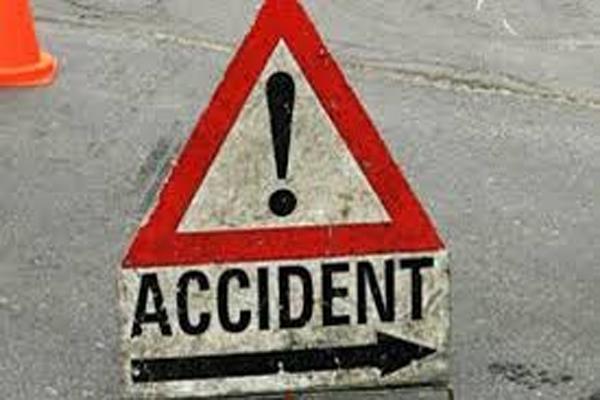 सड़क हादसे में तीन लोगों की मौत, 5 लोग घायल