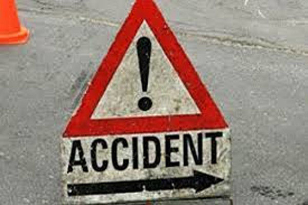 6 people killed when truck falls on people sleeping on footpath in Agra - Lucknow News in Hindi