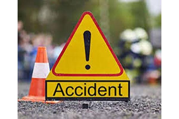 यूपी के जौनपुर में ट्रक और पिकअप वाहन की टक्कर में 6 की मौत