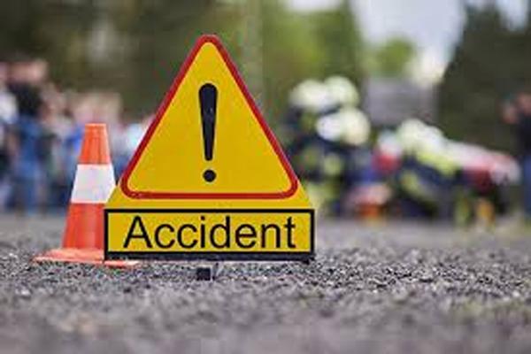 मथुरा में तेल टैंकर से कार की भिड़ंत में 7 लोगों की मौत