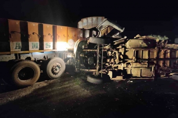 Coal truck overturns in Kanpur, 6 people dead - Kanpur News in Hindi