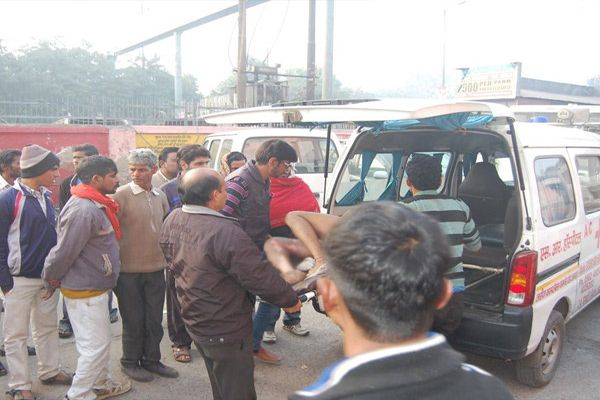 The current spread sweet shop, a death, seven injured - Agra News in Hindi