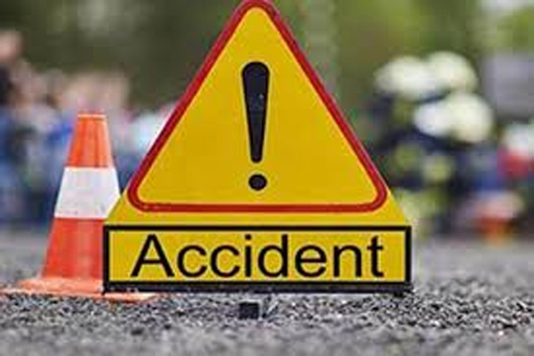 Dumper collides with car in Agra, 3 people dead - Agra News in Hindi