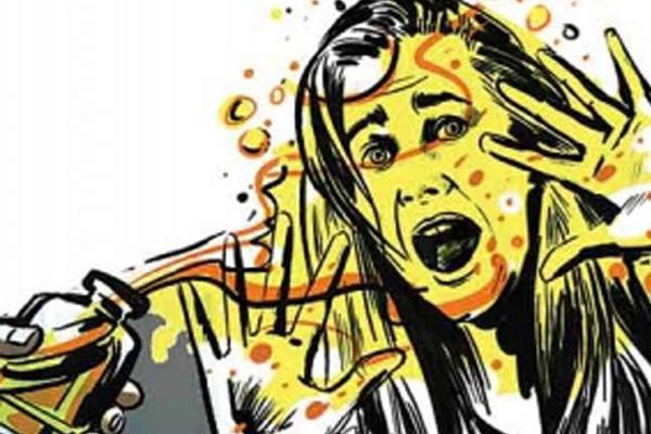 युवतियों पर एसिड अटैक की पुलिस ने सुलझाई गुत्थी, खुली पोल
