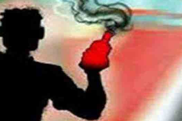 A couple attacked with acid in Pratapgarh, UP - Pratapgarh News in Hindi