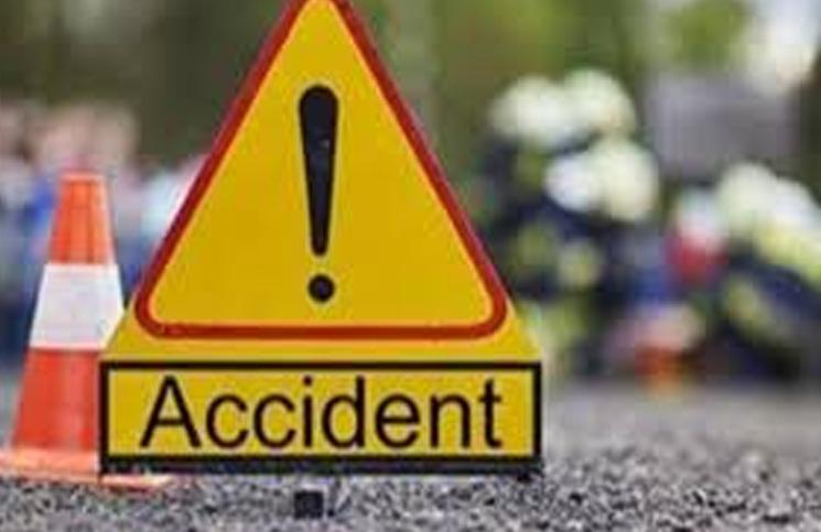 UP: ट्रैक्टर ट्रॉली पलटी, 2 महिलाओं की मौत