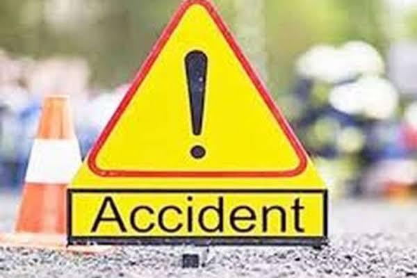 उत्तर प्रदेश: अमेठी में ट्रक-बाेलेरो भिड़े, 5 लोगों की मौत