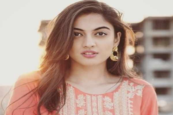 Aditi Sharma became emotional as she read the script of web show crash - Bollywood News in Hindi