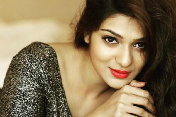 It is easy to walk on the same path in Bollywood: Aditi - Bollywood News in Hindi