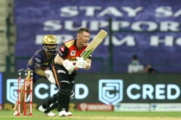 बेंगलोर के खिलाफ मिली हार के बाद वार्नर ने बल्लेबाजों को निशाने पर लिया