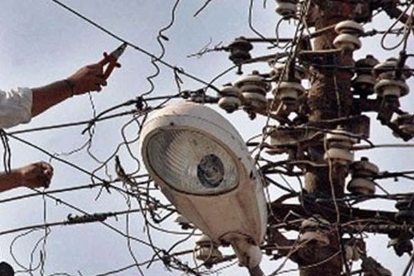 many Connection cut in agra when the electricity bill is due - Agra News in Hindi