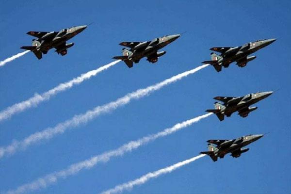 Tejas shows light combat aircraft at Aero India show - Bengaluru News in Hindi