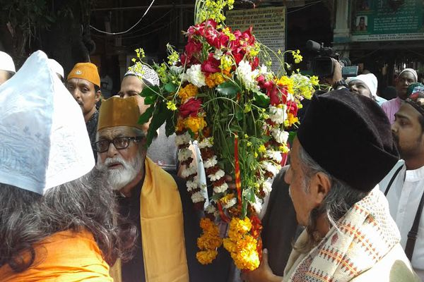 Spring flowers Presented to Garib Nawaz in Ajmer - Ajmer News in Hindi