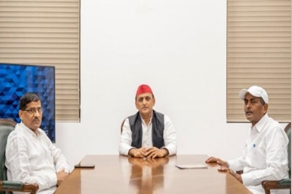 Former ministers expelled from BSP Lalji Verma and Ram Achal Rajbhar met Akhilesh - Lucknow News in Hindi