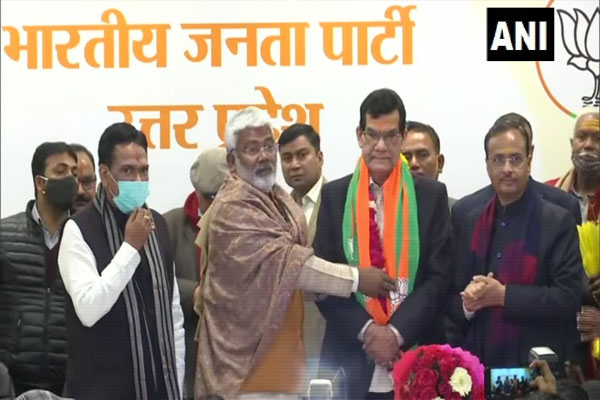 Retired IAS officer AK Sharma joins BJP in UP - Lucknow News in Hindi