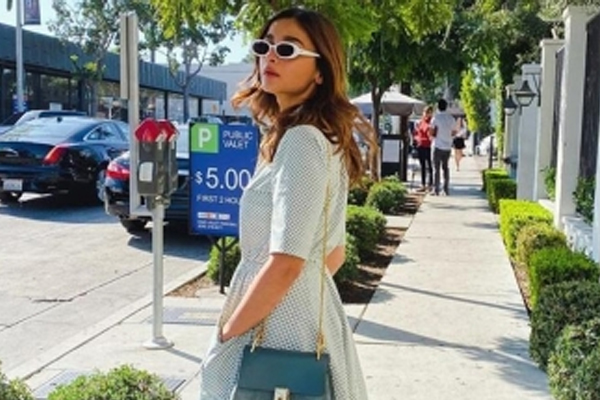 Alia Bhatt shared her dress for charity - Bollywood News in Hindi