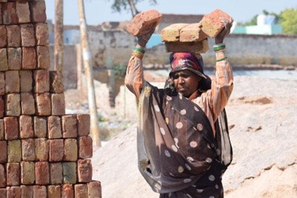 बिहार के 127 बंधुआ मजदूरों को यूपी से छुड़ाया