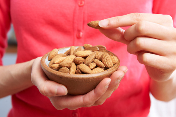 Almond have many health benefits - Health Tips in Hindi