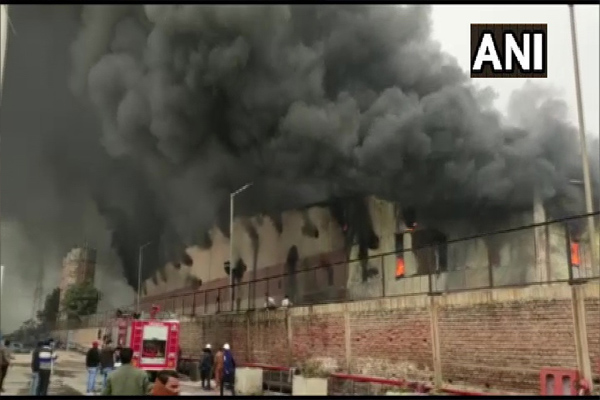 Fire in a rubber factory in Alwar, see photos - Alwar News in Hindi