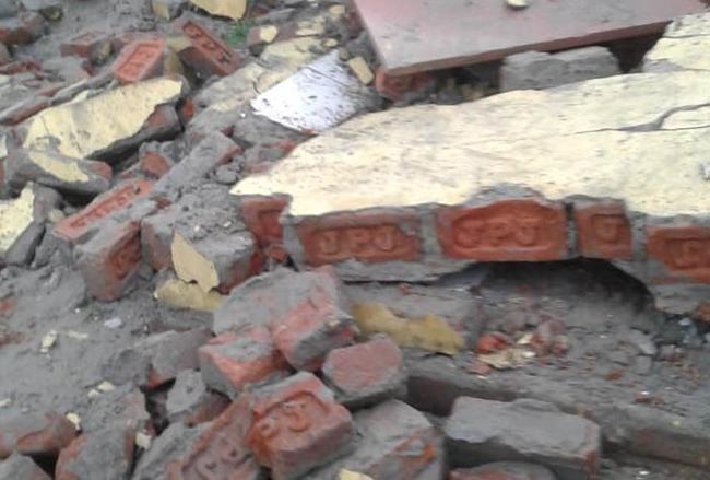 कुशीनगर : शौचालय के लिए खोदे गए गड्ढे में बच्चा डूबा