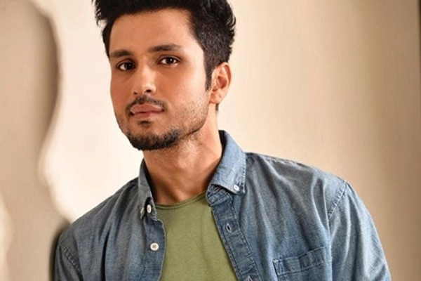 Amol Parashar trying to write a script in free time at hand - Bollywood News in Hindi