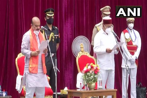 Basavaraj Bommai sworn in as 30th Chief Minister of Karnataka - Bengaluru News in Hindi