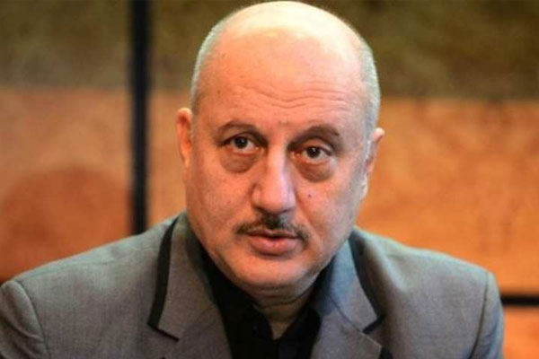 Anupam Kher: Wife, son keep me grounded - Bollywood News in Hindi