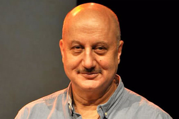Anupam Kher sees light despite the darkness - Bollywood News in Hindi