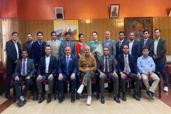 Anupam Kher talks with police officers, employees in Shimla - Shimla News in Hindi