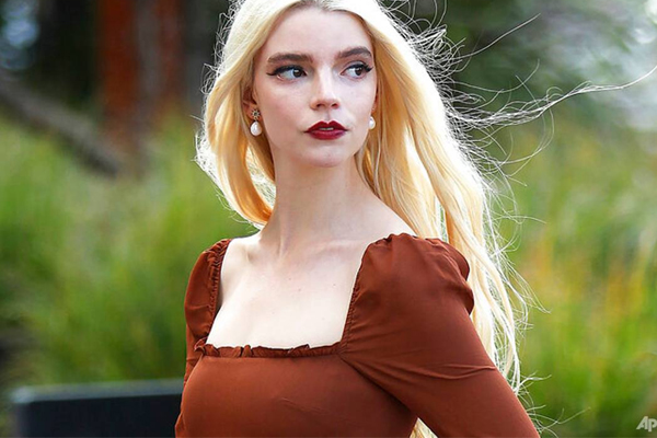 Anya Taylor-Joy thought she did never work again after The Witch role - Hollywood News in Hindi