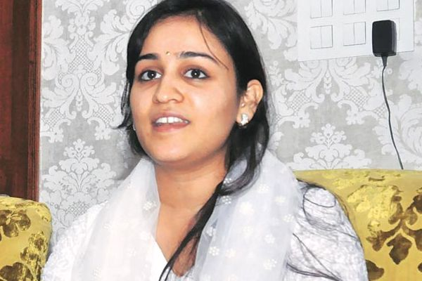 samajwadi party fields daughter in law aparna yadav from lucknow cantt - Lucknow News in Hindi