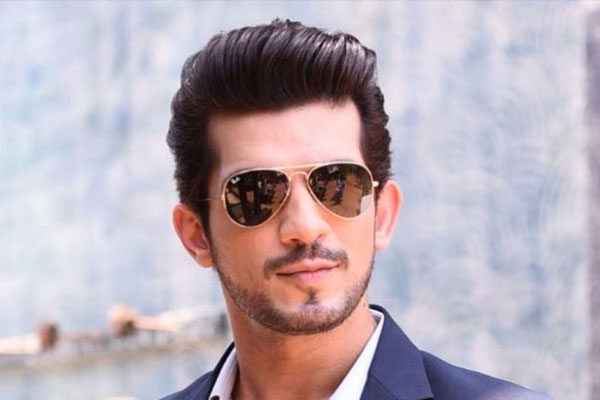 Arjun Bijlani does not miss workout even on vacations - Television News in Hindi