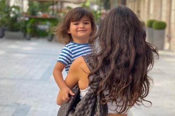 Arjun Rampal shares pics from Budapest vacay with girlfriend Gabriella, son Arik - Bollywood News in Hindi