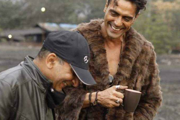 Arjun Rampal wraps up Dhaakad shoot, calls it one hell of a film - Bollywood News in Hindi