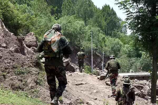 Army soldier killed in Pakistan ceasefire violation on LoC - Srinagar News in Hindi