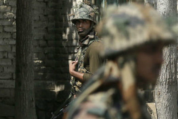 Two Jawans Martyred, One Terrorist Killed, Two Trapped in Pulwama Encounter - Srinagar News in Hindi