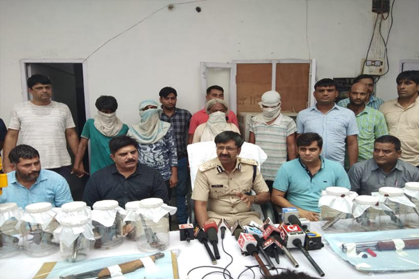 Two accused arrested for making illegal weapons, 4 accused arrested - Chandigarh News in Hindi