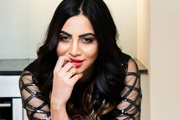 Arshi Khan: Funny to see how low people go to participate in Bigg Boss - Television News in Hindi
