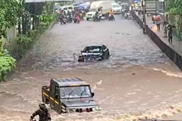 As Maharashtra floodwaters recede, 213 dead, over 53K homeless - Mumbai News in Hindi