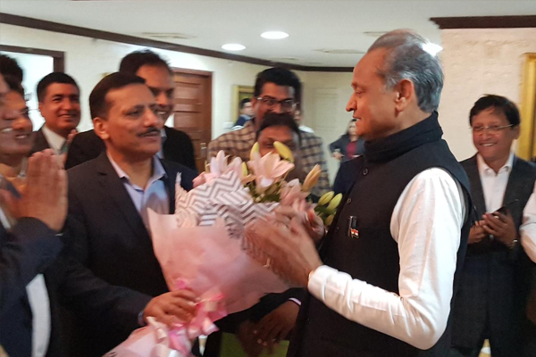 Officials of Rajasthan Administrative Services, congratulated CM Gehlot - Jaipur News in Hindi
