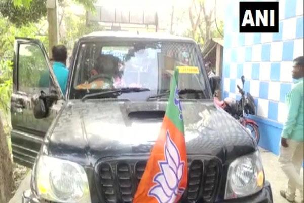 Bengal elections: BJP candidate and former cricketer Ashok Dinda attacked, car vandalized, see photos - Kolkata News in Hindi