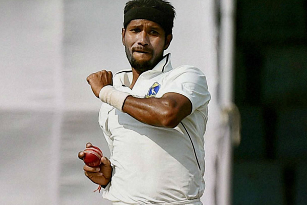 Pacer Dinda suffers head injury during Bengal practice session - Cricket News in Hindi