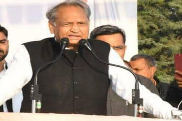 मुख्यमंत्री गहलोत ने प्रधानमंत्री पर बोला हमला, वे झूठ बोलने में माहिर