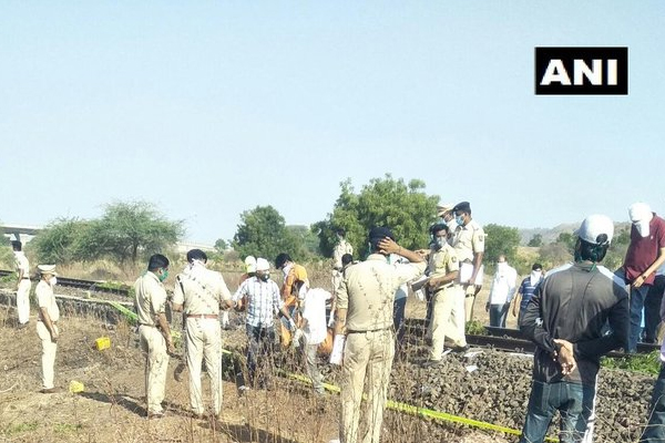 Freight train passes over sleeping laborers, 15 killed - Aurangabad News in Hindi