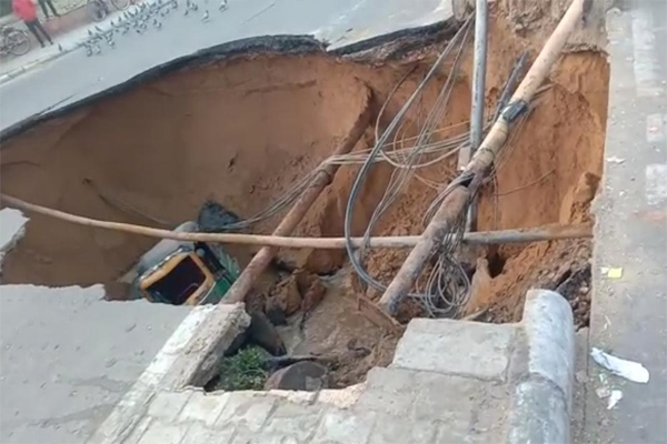 The pit of corruption on the main road in Jaipur - Jaipur News in Hindi