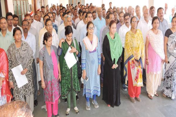 Officials employees take oath of cleanliness in badaun - Budaun News in Hindi