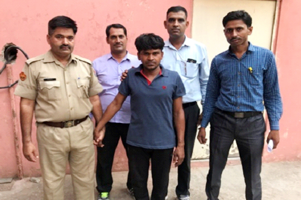 jaipur news : Interstate vehicle thief arrested, two varna car and two Thar jeep recovered - Jaipur News in Hindi