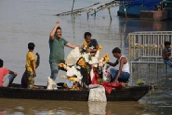 UP के बस्ती में मूर्ति विसर्जन के दाैरान फैली अफवाह, हिंसा भड़की, दुकानों में की तोड़-फोड़